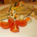 Pasta fredda:Penne integrali con gamberi,polpa di granchio,mais e rucola
