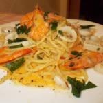 Spaghetti con calamari e gamberi al profumo di zafferano