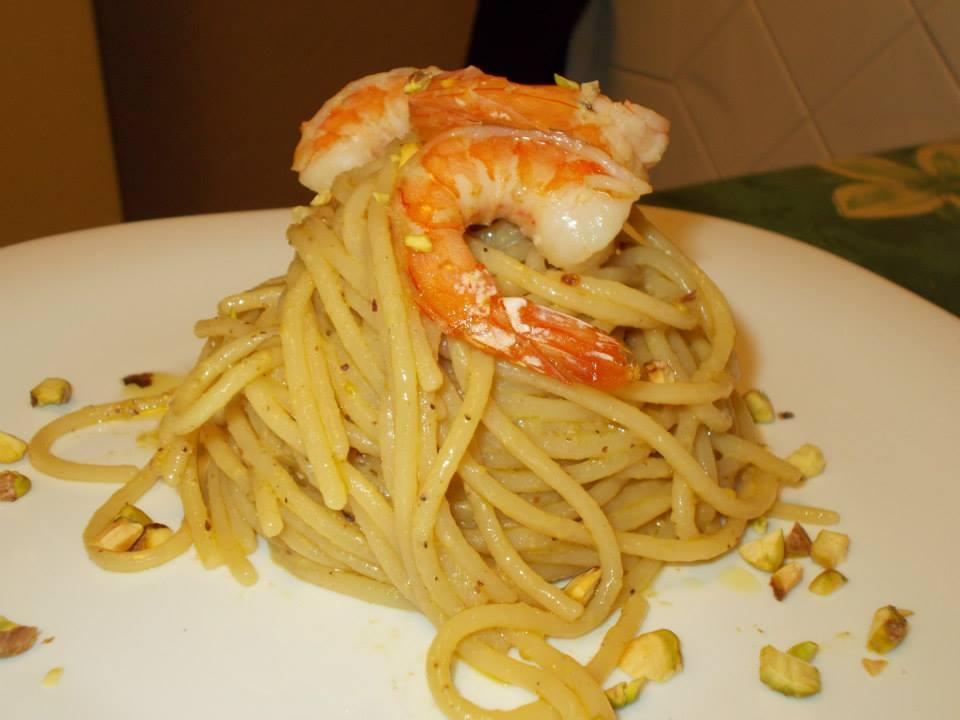 Spaghetti al pesto di pistacchi e mazzancolle